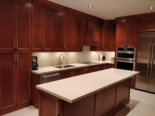 Maple Wood Stained Kitchen Quartz Counter-top